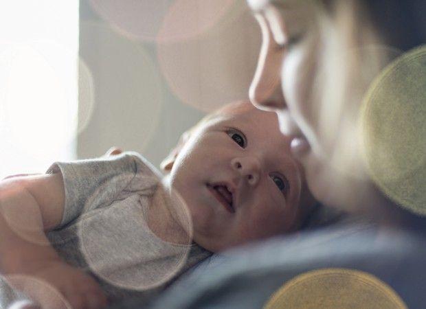 A ansiedade para conhecer um bebê que acabou de nascer é normal. Mas antes de sair correndo, preste atenção em alguns detalhes. Assim, você não corre o risco de ser inconveniente e atrapalhar esse momento tão íntimo e delicado
