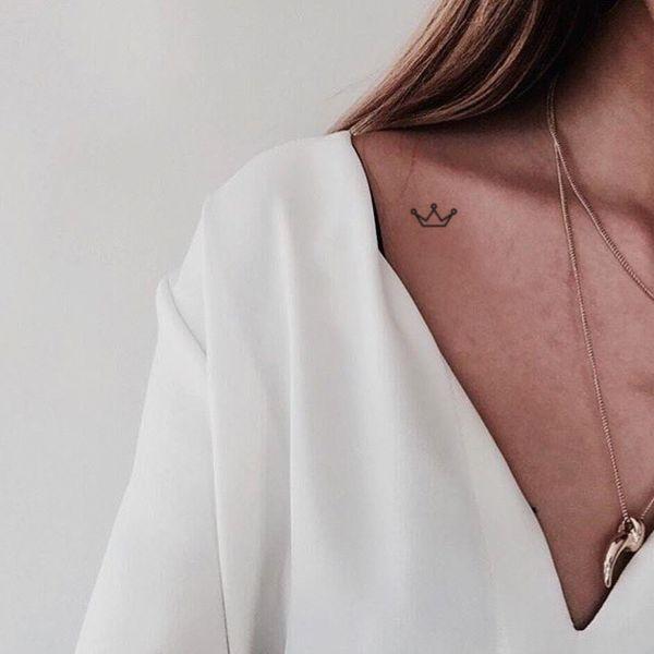 Temporäre Tätowierung der minimalistischen Krone. Set von vier. Diese temporären Tattoos sind: · Sa …