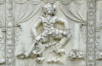 phananchoeng: Meisterwerk der traditionellen Thai-Stil Stuck Kunst alt zu Ramayana Geschichte auf Tempel dekorative Wand Wat Panan Choeng Tempel, Ayutthaya, Thailand. World Heritage Site