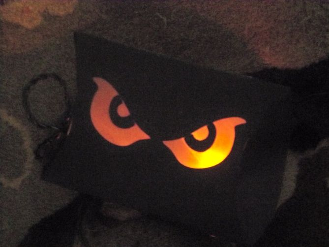Halloween scary eyes using toilet paper roll and glow for Glow sticks in toilet paper rolls