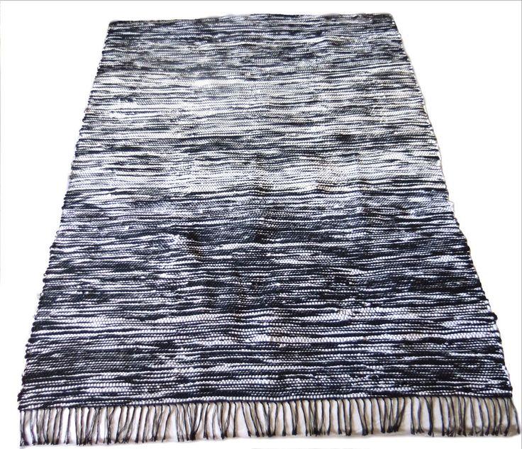 Questi tappeti fatti a mano non sono solo trendy, ma anche molto resistenti e facili da pulire. Possono essere utilizzati in qualunque spazio per dare un tocco nordico alla tua casa!