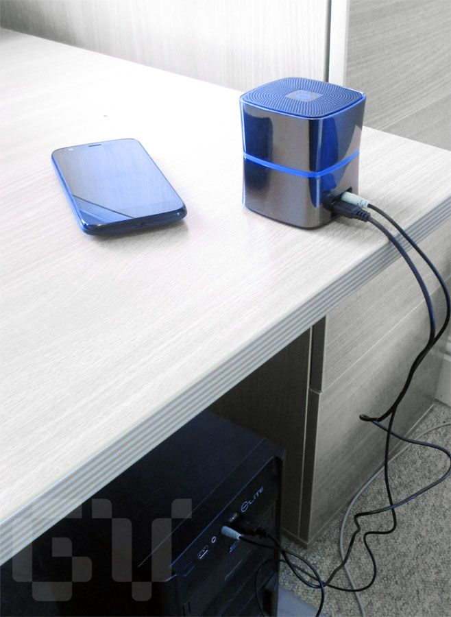 The iClever Bluetooth speaker connected with an audio cable and used as desktop PC speakers