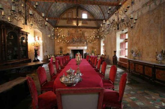 Castle interior design antique design gifts home decor for Medieval living room furniture