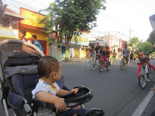 Tukang Nguplug: Car Free Day Jombang, Jalan-jalan sambil Olahraga