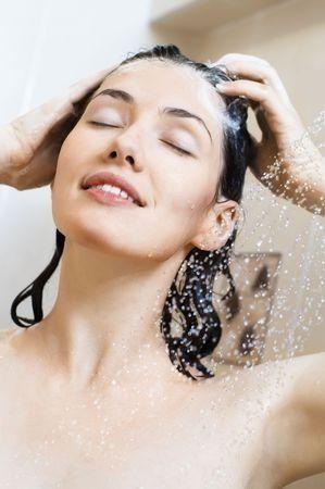 Les huiles essentielles pour les cheveux, recettes