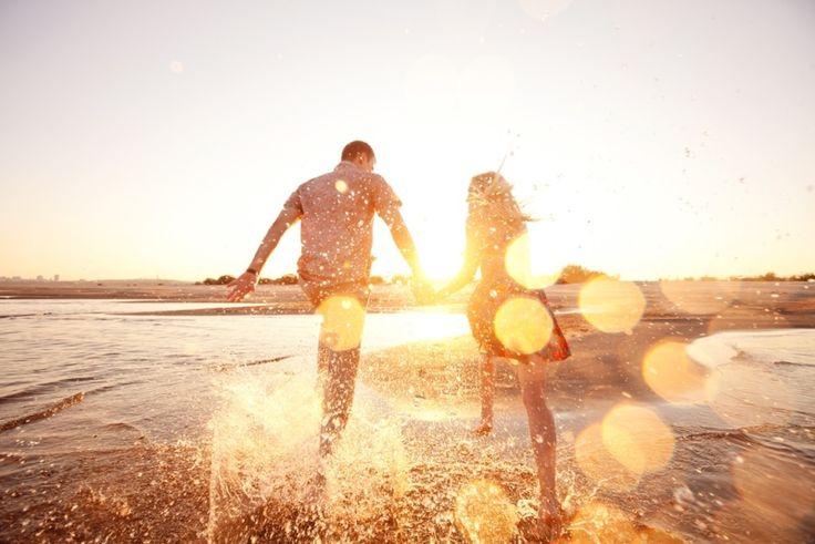 Her ne kadar adına yaz aşkı dense de aşk aşktır aslında. Sadece mis gibi deniz havası, yaz sıcağı ve tatilin verdiği rahatlık zihnimizde aşka ve yeni bir ilişkiye yer açmamızı kolaylaştırır.