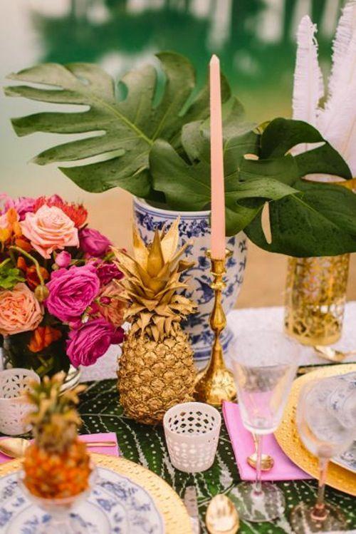 Piñas doradas para la decoración de mesas
