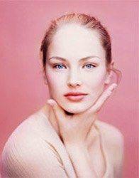 Les repulpeurs - Maquillage: bouche glamour été 2007 - Afficher une moue de star, c'est possible avec les nouveaux gloss repulpants aux actifs regonflants, stimulateurs de collagène et d'acide hyaluronique. Essayer, c'est l'adopter...