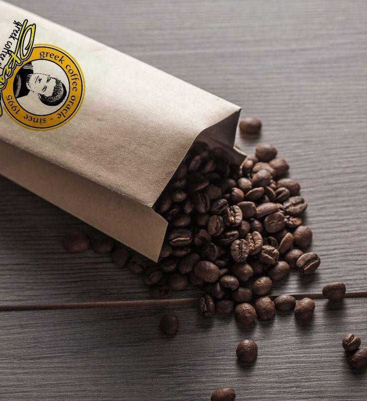 Η τέχνη του ελληνικού καφέ ξεκινά από την άλεση στις μυλόπετρες. Εκλεκτά, αρωματικά χαρμάνια με Arabica και Robusta με πλούσιο καϊμάκι.
