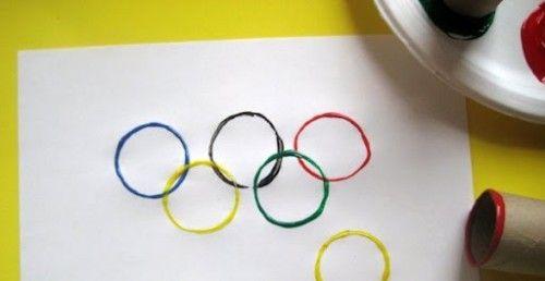 Ringen maken met WC-rollen.