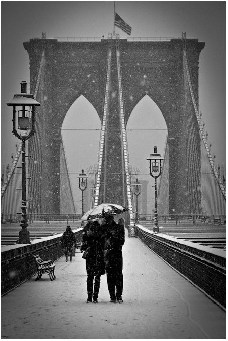 Brooklyn Bridge under Snow, New York. Photography by Barry Yanowitz.