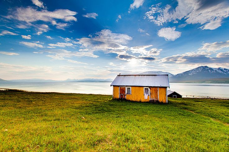 A small house waiting for better days - Einar Angelsen