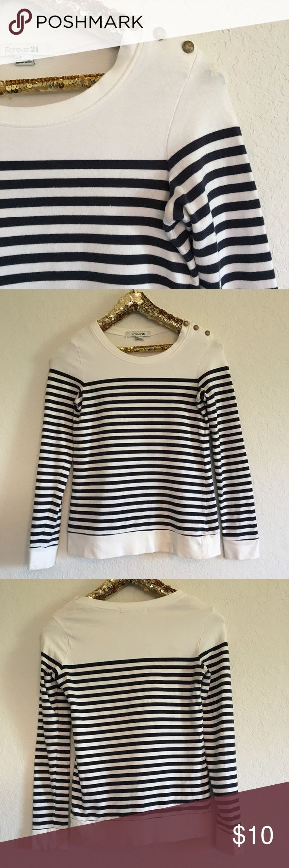 Forever 21 Striped Long Sleeve Top This Forever 21 navy striped top is in good used condition and perfect for the fall season! It's so soft and very comfortable!  🚭 From a smoke-free home ❌ No trades or off PoshMark sales 🛍 Bundles welcome and encouraged 👌🏻 Reasonable offers welcome ⚡️ Same/next day shipping 🌬 All items are steamed before shipping Forever 21 Tops Tees - Long Sleeve