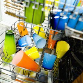 LAVASTOVIGLIE SENZA CATTIVI ODORIEvita i cattivi odori in lavastoviglie inserendo piatti già parzialmente puliti e senza residui di cibo. Una volta terminato il ciclo di lavaggio lascia ape