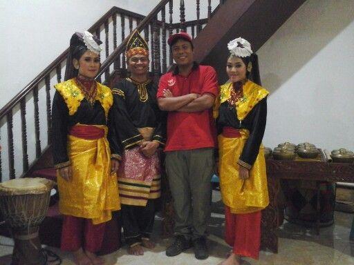 Selamat sukses nya untuk mulyandri ramadhan bachtiar (project officer) dalam rangka kegiatan study budaya minangkabau di sumatera barat indonesia dari sekolah SMP FRATER KOTA PADANG bersama SUMATRAANDBEYOND. Beserta crew kameramen (sony syahreno), fhotografer (oce vertikal), logistik (rahmatan lil alamin)