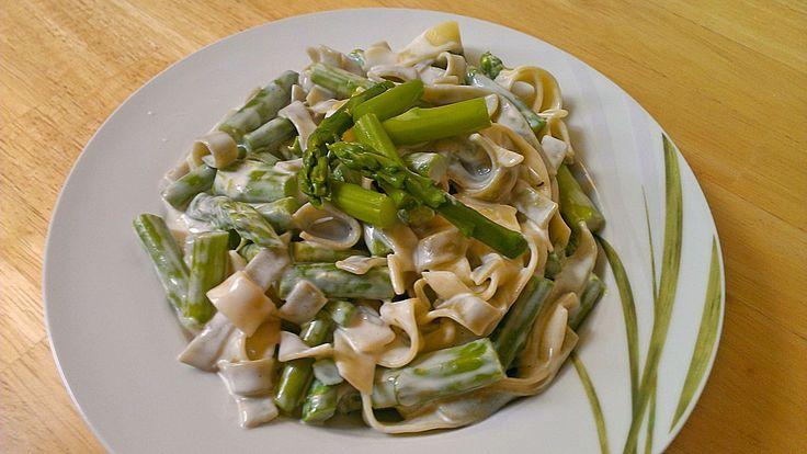 Grüner Spargel mit Spaghetti und Gorgonzola