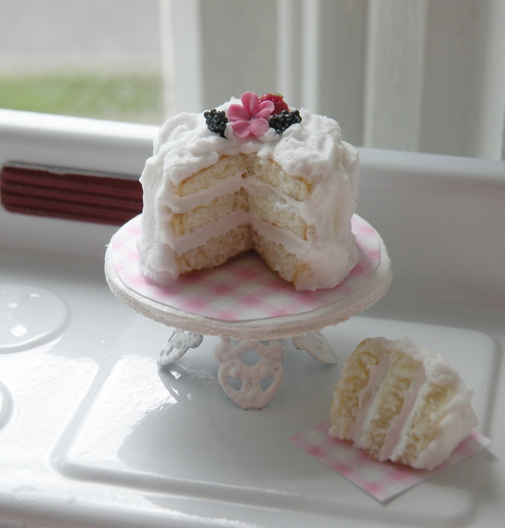 Miniature Beautiful 3 Layer Vanilla Cake: Cynthia Cottages, Dolls House Miniatures, Miniatures Cakes, Gorgeous Miniatures, Cottages Design, Clay Cakes, Inspiration Miniatures, Dollhouses Food, Dollhouses Miniatures