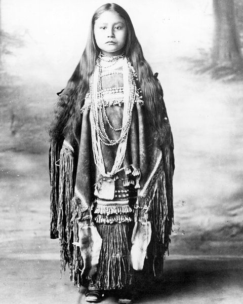 Little Apache girl, 1894 vintage everyday: Native American Kids – 31 Rare Vintage Photos of Indian Children in the late 19th Century