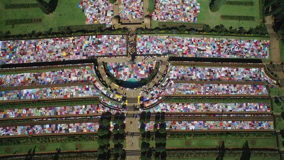 67 blankets for mandela at the south african union buildings. Zoom in!