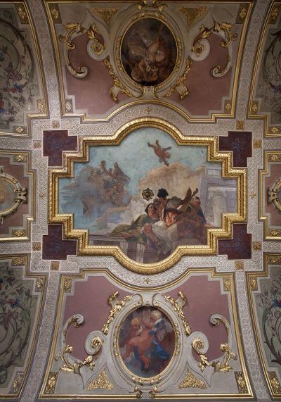 -- Via Cusani 5, Milano: Palazzo Cagnola -- Uno dei soffitti affrescati del Palazzo, restaurato e riportato a nuova vita