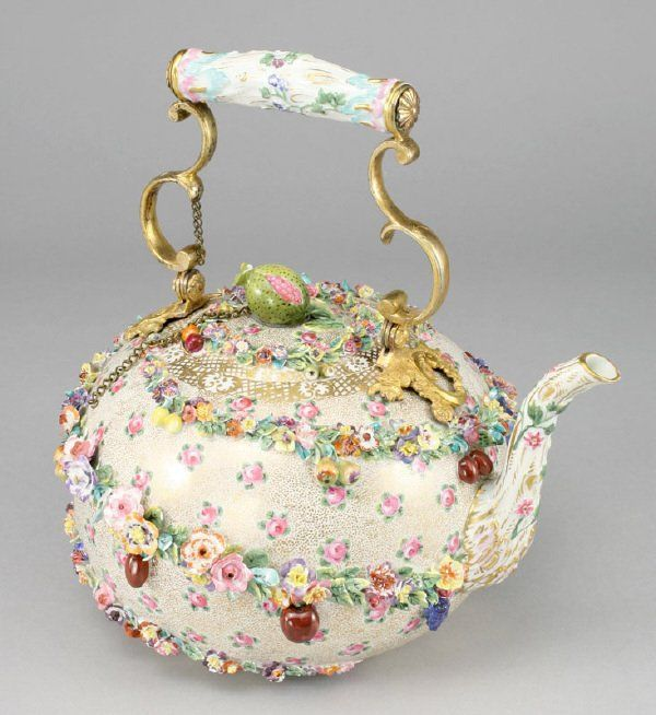 122: A Meissen porcelain flower encrusted tea pot : Lot 122