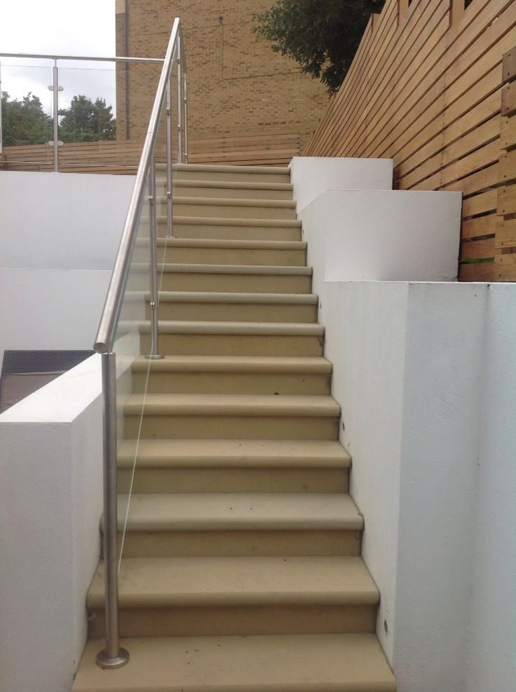 New bullnosed Yorkstone paving steps, supplied by www.agstone.co.uk #yorkstone #paving