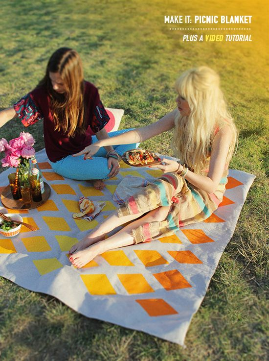 DIY Ombre picnic blanket from a plastic backed drop cloth and latex house paint with a satin finish via designlovefest