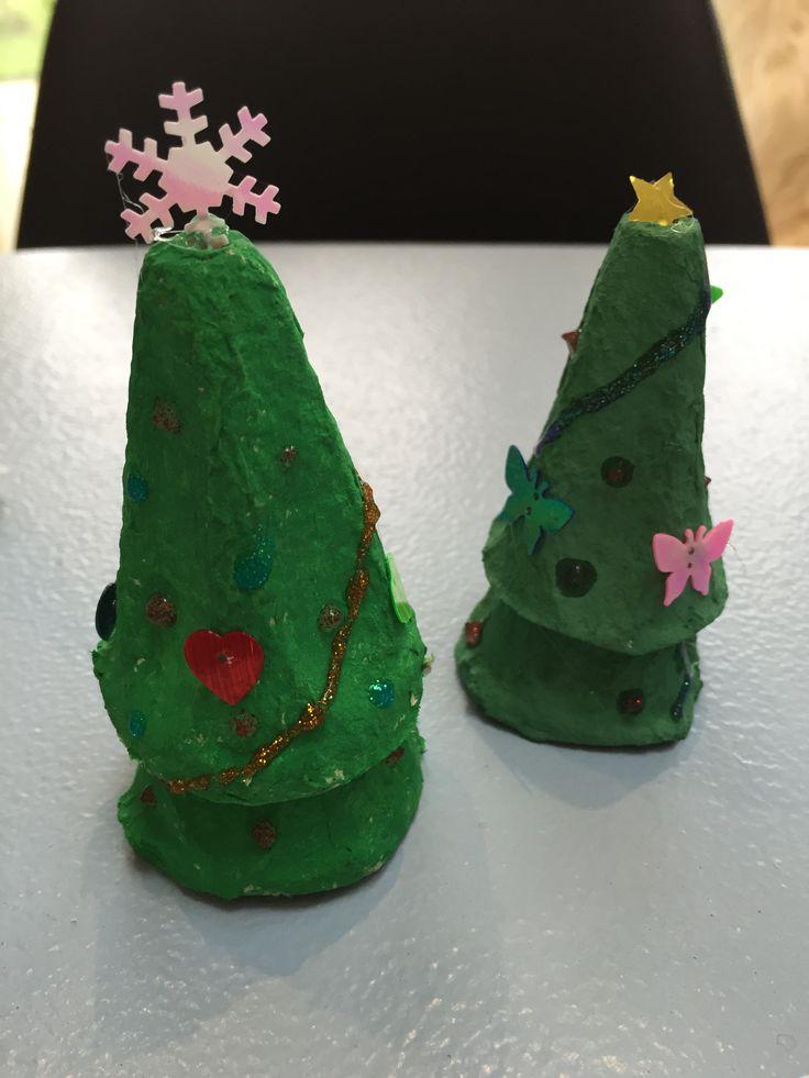 Juletræer - genbrug/ æggebakker