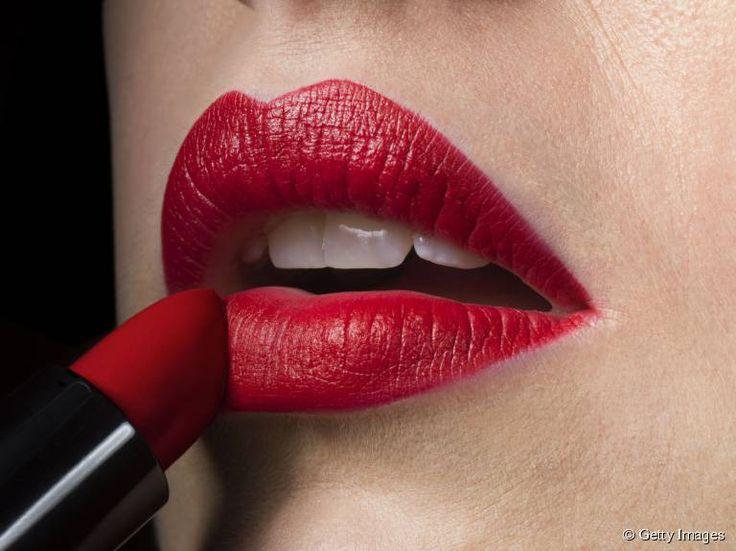 Comment faire tenir son rouge à lèvres toute la journée ?
