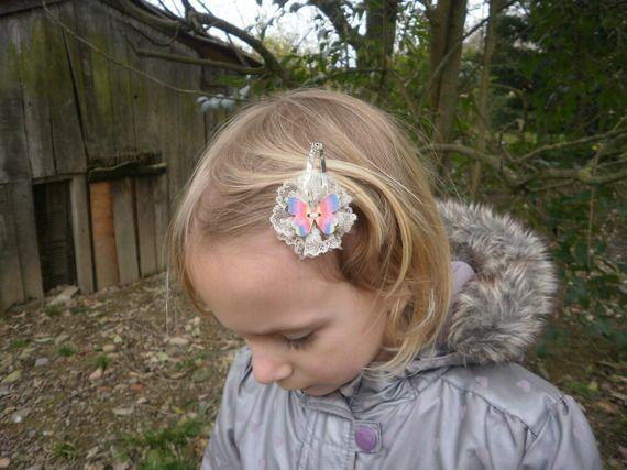 Barrette enfant fille pince clic-clac dentelle beige papillon arc-en-ciel