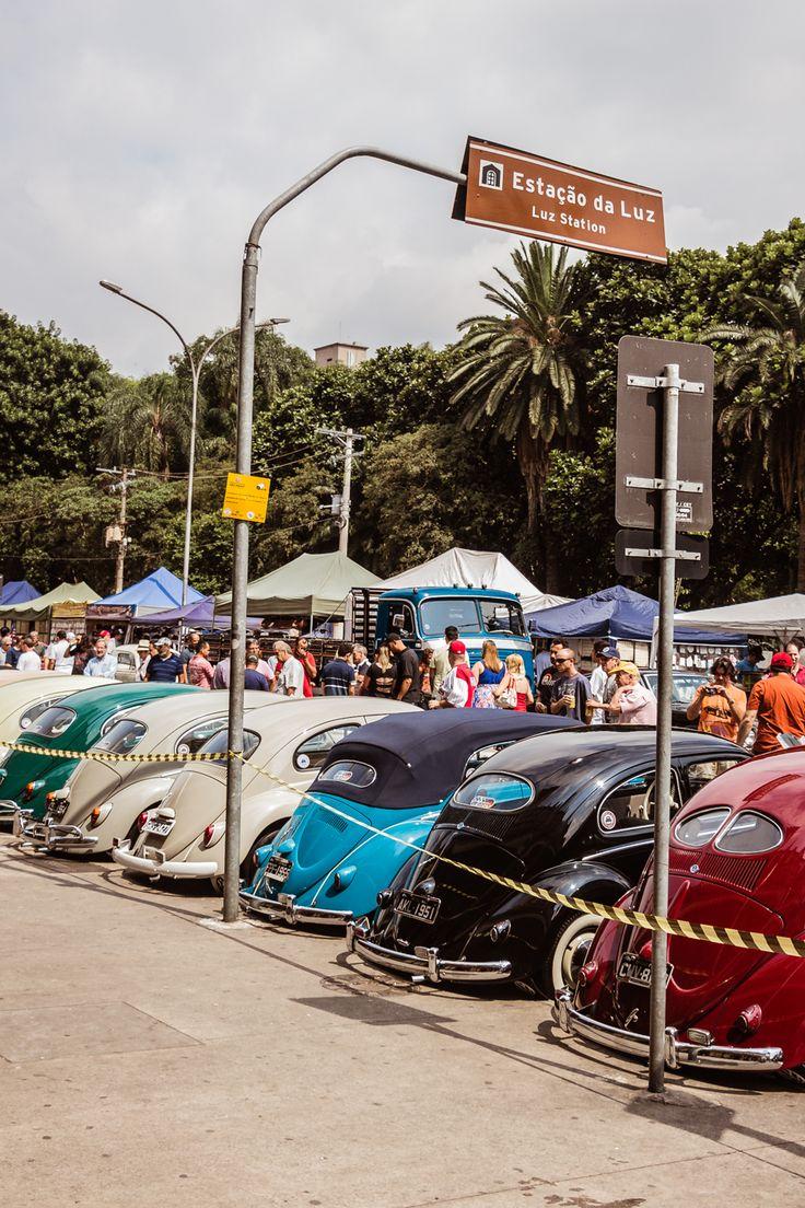 Exposição de carros antigos na estação da Luz, em São Paulo. #fernandoalexandrinofoto www.cargocollective.com/fernandoalexandrinofoto
