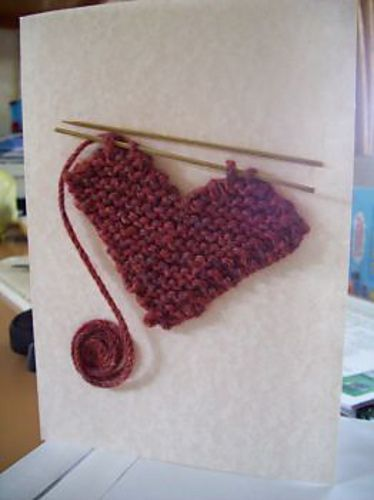 Make your own knit Valentine's Day card with this unique tutorial.
