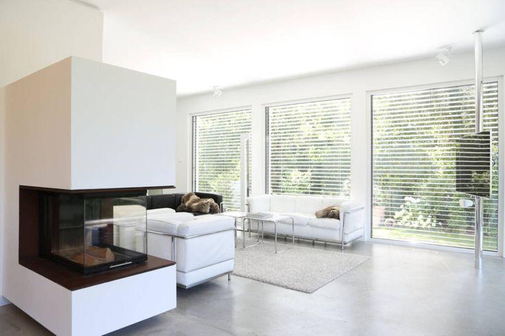Wohnbereich _ Bauhaus Villa in München : Minimalistische Wohnzimmer von Architekten Team 2P-raum®