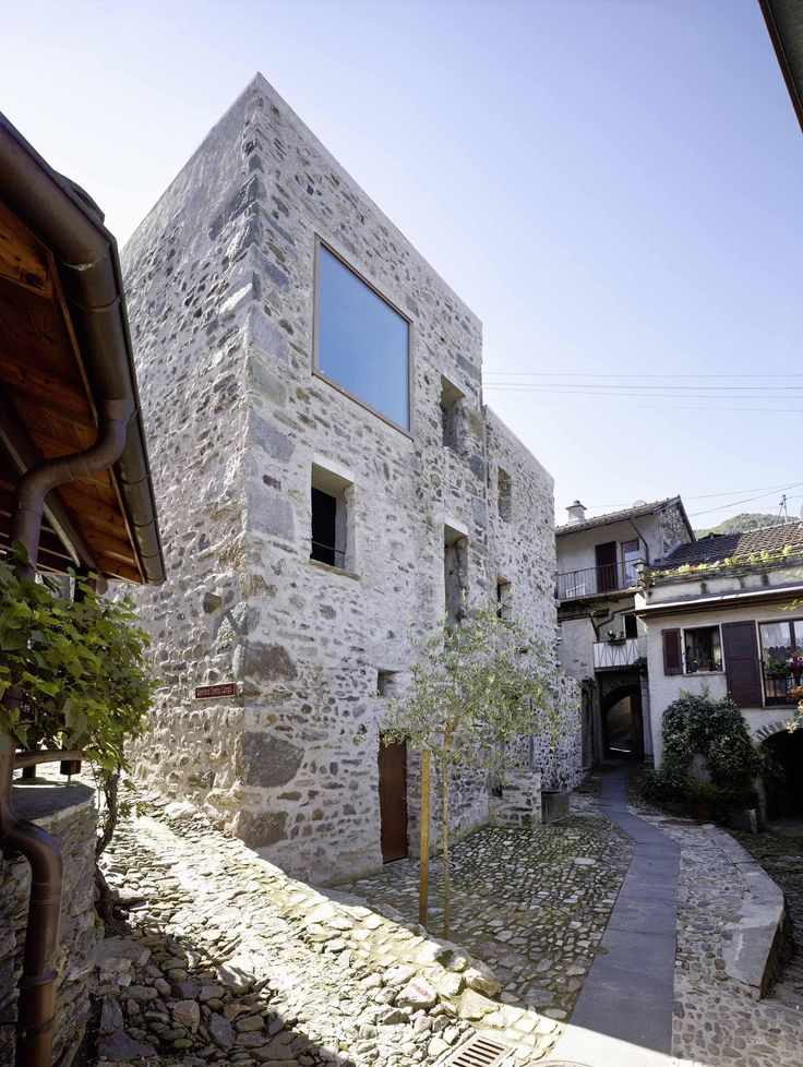 Conversion of old stone house in the village core of Scaiano - Photographer: Hannes Henz