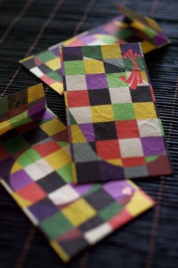 千代紙のような質感と色使いがお洒落なぽち袋。