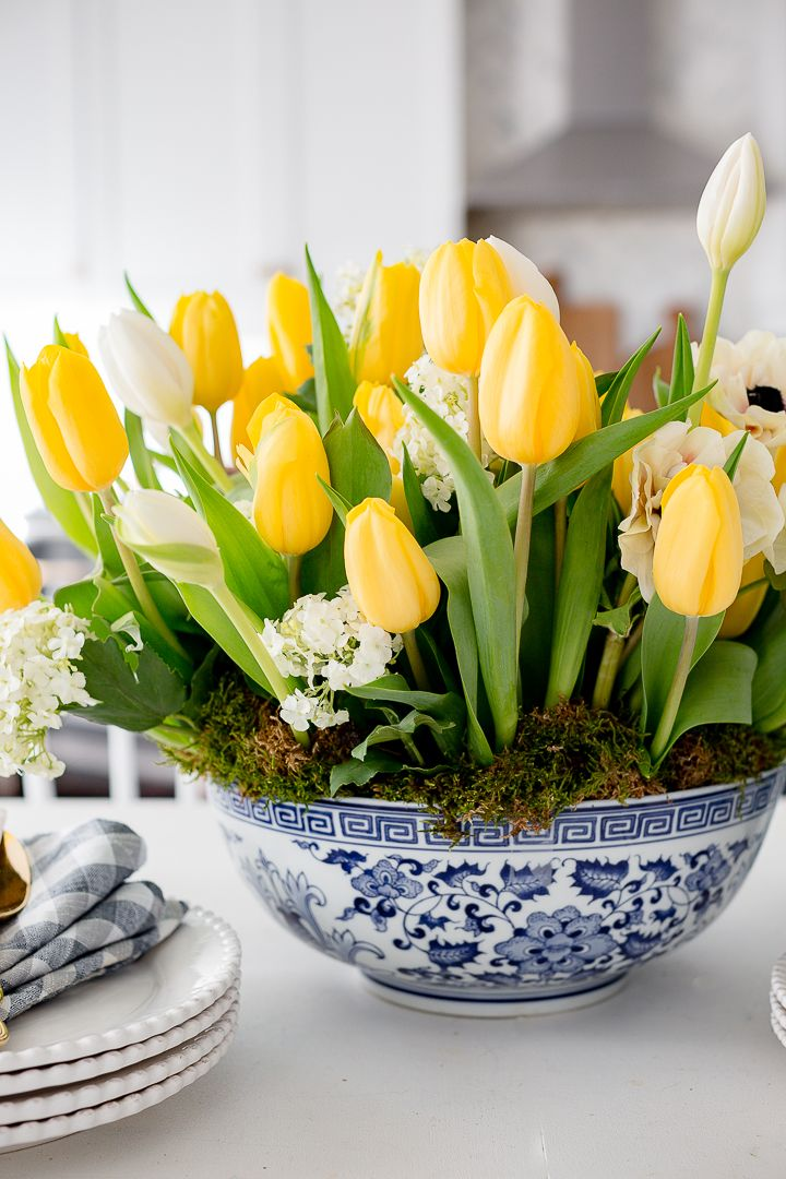 Craftberry Bush How To Arrange Tulips In A Shallow Bowl Https Www Craftberrybush Com Tulips Arrangement Flower Arrangements Diy Arrangement