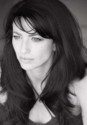 Claudia Black Farscape