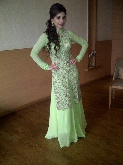 Soha Ali Khan swatch Color style love