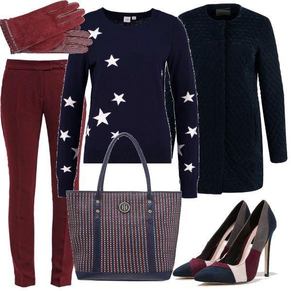 Gli auguri coi colleghi, un rito, coi pantaloni bordeaux affusolati, il maglioncino blu con le stelle, il cappottino trapuntato, le splendide décolleté e la borsa che riprende i colori.