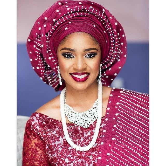 Lippie on point! @oyeronke mua @lbvmakeovers asooke by @marvellaasooke jewelry by @bisban_babs #tradlook #lippie #beads #inspiration