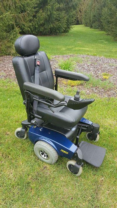 300 lb Invacare Pronto M51 Sure Step Power Chair