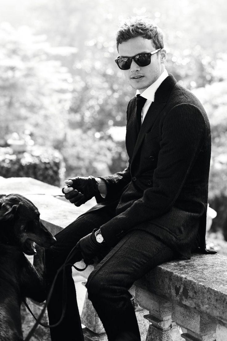 парень в очках черно белое фото рекомендую