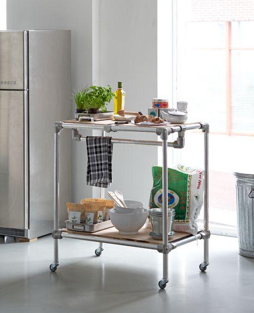 De keukentrolley biedt uitkomst in je keuken: om eten op te bereiden, of spullen uit de keukenkasten op weg te bergen. Keukentrolley Je kunt op een keukentrolley veel zaken kwijt, maar het is natuurlijk ook gewoon een leuke toevoeging in de keuken.