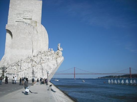 monumento alle scoperte e ponte 25 aprile-belem