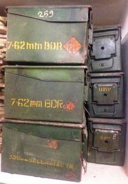 Vintage munitiekist uit India. Leuk voor op de kinderkamer met bijv cd`s erin. www.buitengewoonmooi.com