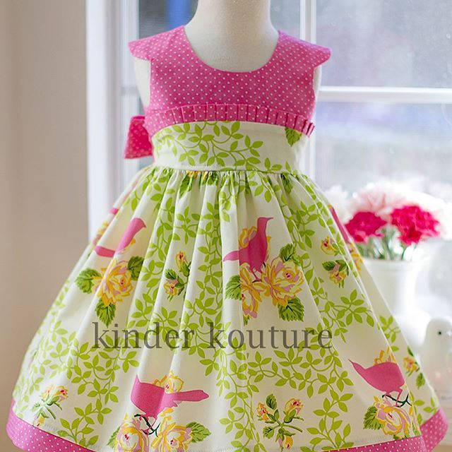 This beautiful handmade classic little girls dress is perfect for many occasions, including Easter, birthday parties and graduation. The dress closes with butt