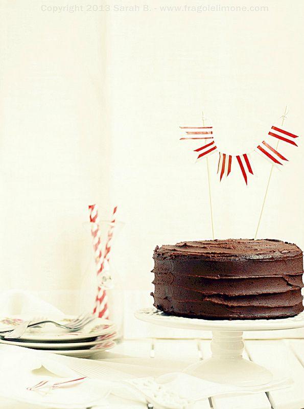 ... ecco. Che ci crediate o no, se non sbaglio questo è il secondo anno che faccio la torta al marito per il suo compleanno (su 12 che stiamo insieme). Mi pare impossibile, soprattutto sapendo quanto amo cucinare dolci e ancor più torte...