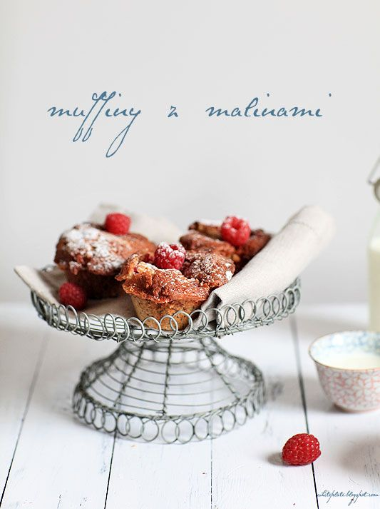 Raspberry Fudge Muffins | Muffinki z malinami i krówkami (in Polish)