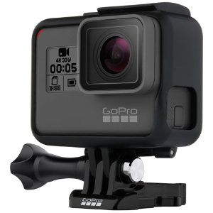 Ta opp eventyr, reiser og minneverdige øyeblikk med robuste GoPro HERO5 Black actionkamera. Stabilisert video i imponerende 4K UHD oppløsning, intervallfotografering og slow-motion video er bare noe av det du kan glede deg til.