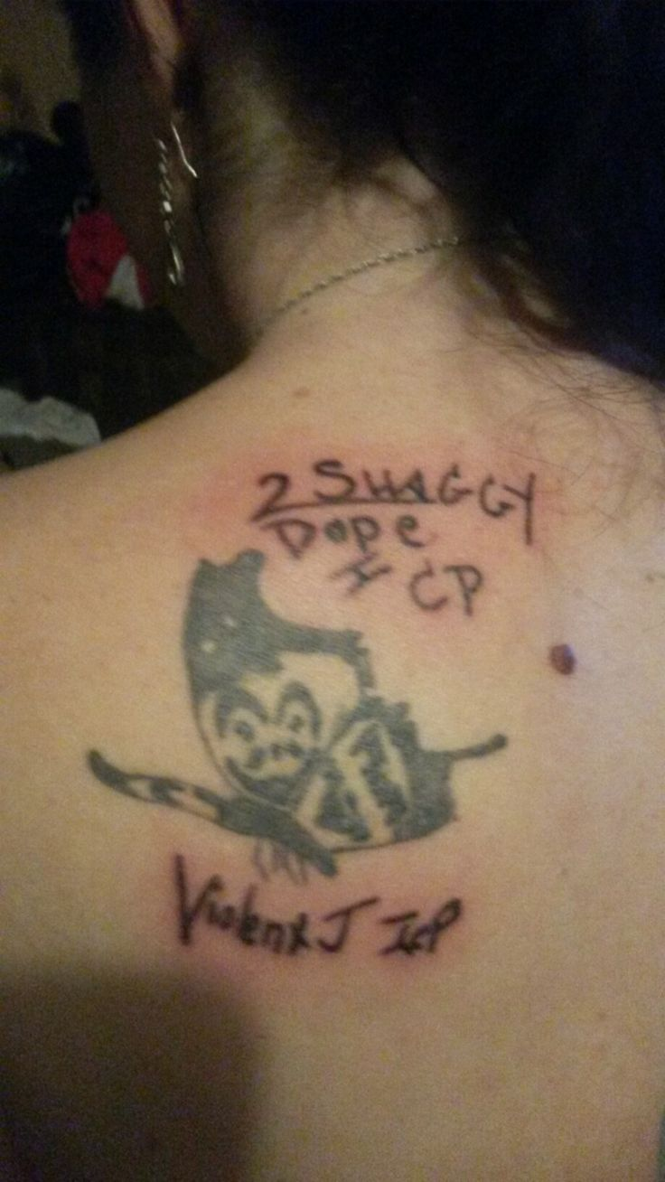 Got Shaggy n Violent J to sign me at their Riddlebox tour so I could tattoo their signatures on me. Whoop whoop!